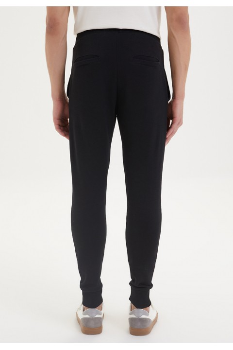 Westmark London ESSENTIALS JOGGER in Black Jogger